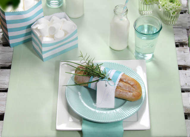 heggrüner Tischläufer modisch