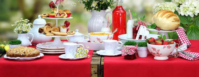 rote Gartentischdecken und Gartentischläufer