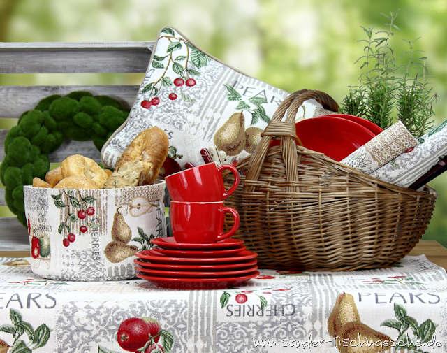 Gobelin Tschsets, Gobelin Tischdecke, Brotkorb und Kissen