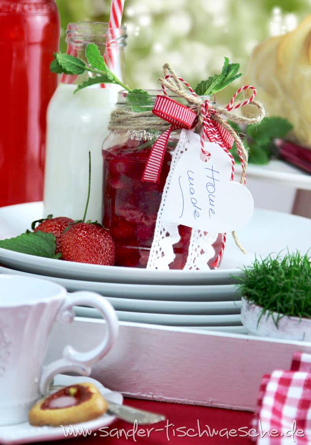 rote Gartentischdecke - Deko