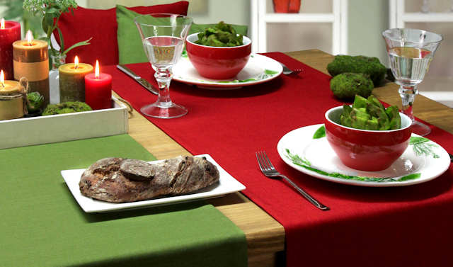 Rote und grüne Tischläufer