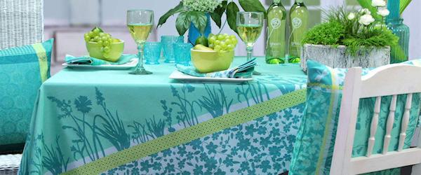 Diese Tischdecke wird von Sonnenblumen geziert