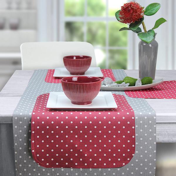abwaschbarer Tischläufer und abwaschbare Tischsets