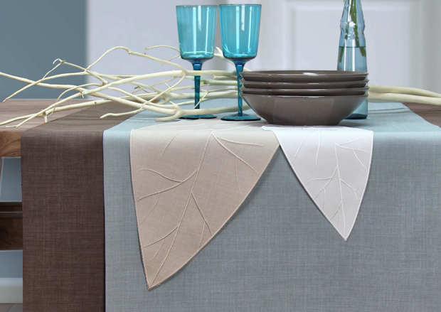 moderner Tischläufer mit Blättern aus Stoff von Sander