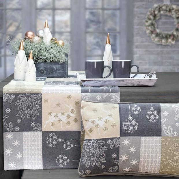 gedeckter Tisch Weihnachten beige
