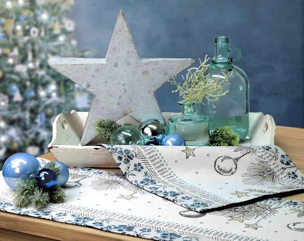 blaue Tischsets Weihnachten und blauer Tischläufer Weihnachten mit Tischdeko
