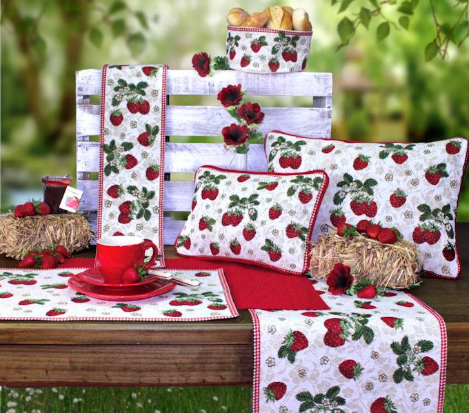 Tischsets, Tischläufer und Kissen mit Erdbeermotiv