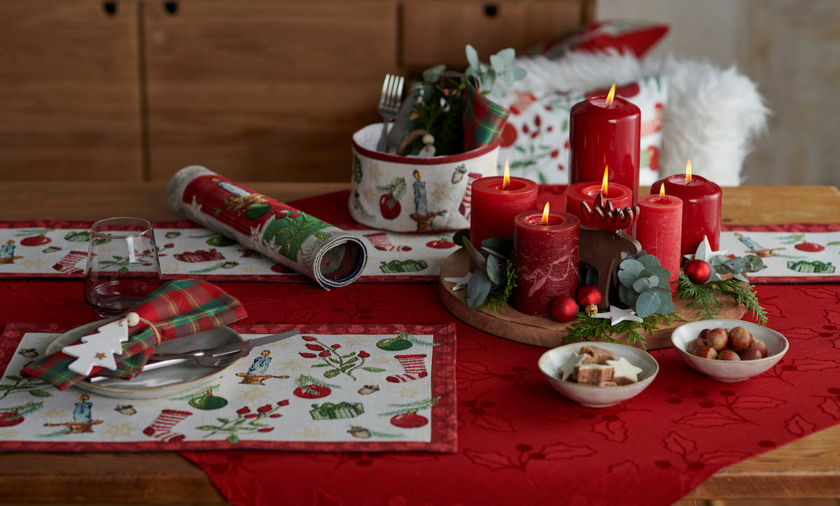 Weihnachtstisch gedeckt mit Sander Tischwäsche